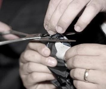 Corte da gravata: o noivo deve fazer ou não?