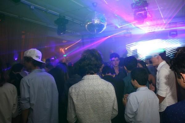 Os adolescentes hoje são maioria nas festas de 15 anos: mas não se esqueça de convidar os adultos!